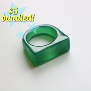 Jewelry - ⭐️ green resin ring